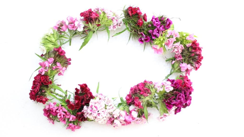 DIY-Blumen-Kranz-Sara-Bow-Lipstickanheels-Lebensgefühle-Blogger-Yotuber-Munich-München-Basteln-Blumenkrone-Flower-Crown-Basteln-selber-machen