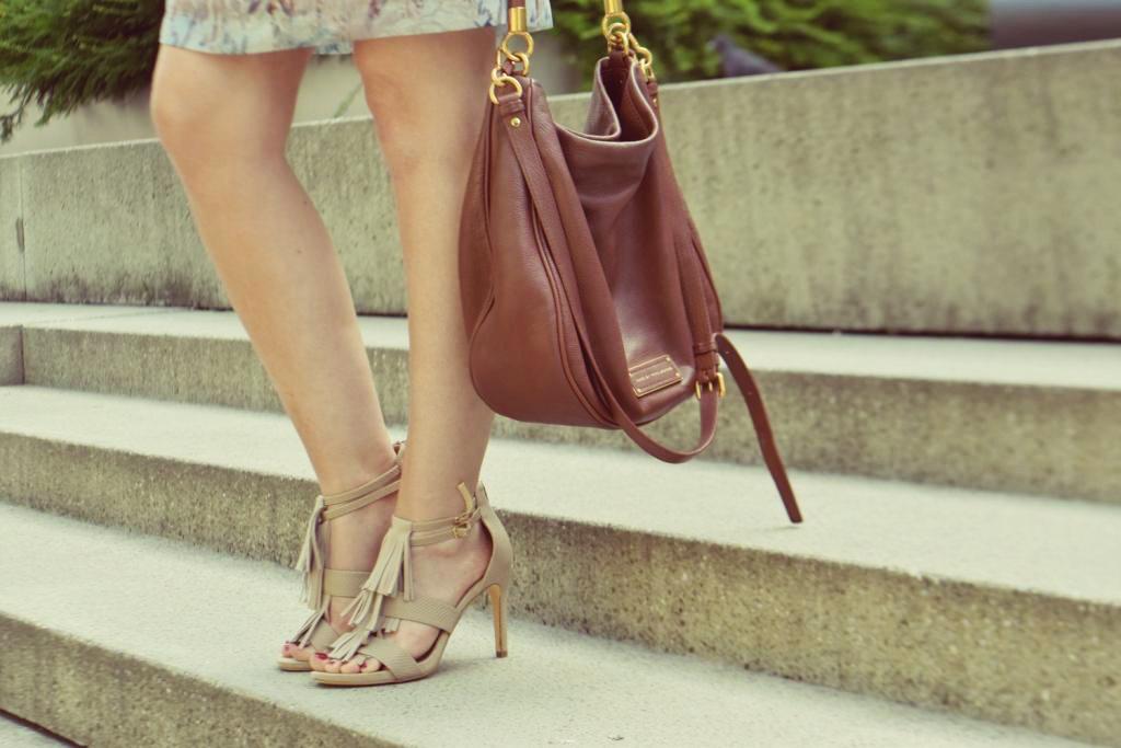 fashion-blogger-deutschland-muenchen-geflochtener-zopf-sommerkleid-fransen-sandalen-outfit-marc-jacobs-tasche-braun-ff2