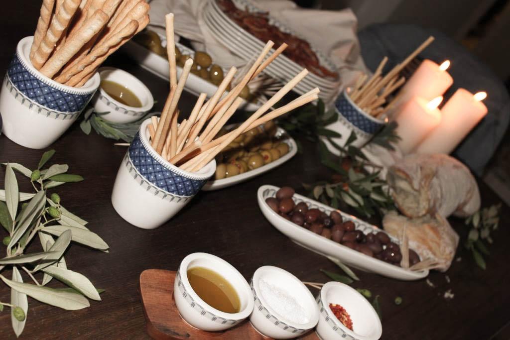 bludinner-villeroy-boch-geschirr-casale-blu-keramik-porzellan-nummerfuenfzehn-food-abendessen-blogger-dinner-muenchen-deutschland-aperitivo-ciabatta-1