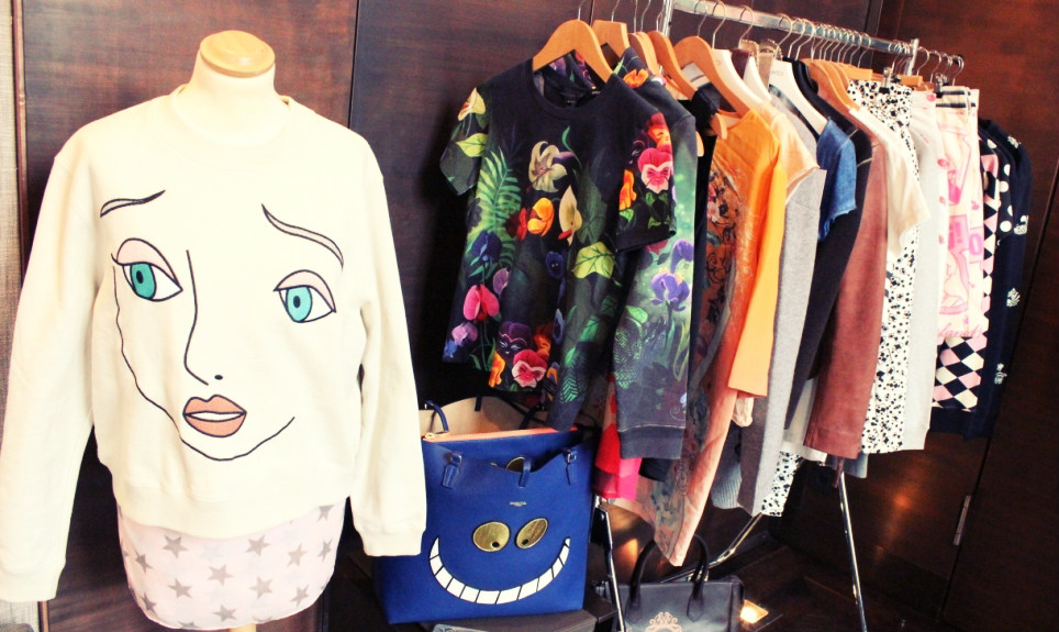 Disney-Fashion-Week-2016-Berlin-Open-House-Stue-Hotel-1-Alice-im-Wunderland-Wonderland-Pullover-2ff