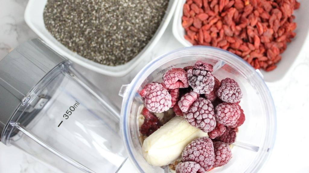 Smoothie-Rezept-gesundes-Frühstück-Shake-Obst-Früchte-Nutribullet-Mr.Magic-Mixer-Shaker-Food-Blogger-Muenchen-Deutschland-1