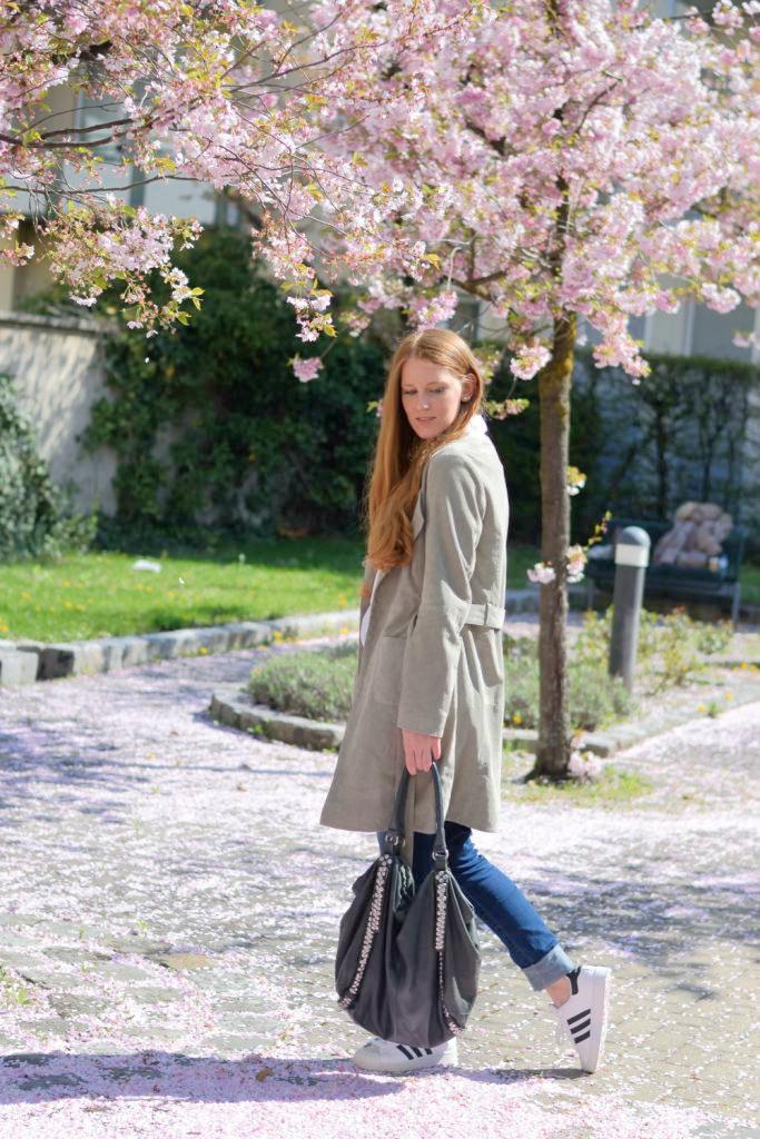 fashion-blogger-muenchen-deutschland-van-laack-bluse-liebeskind-berlin-tasche-shopper-more-and-more-wildledermantel-adidas-superstars-ladiesflohmarkt-f3