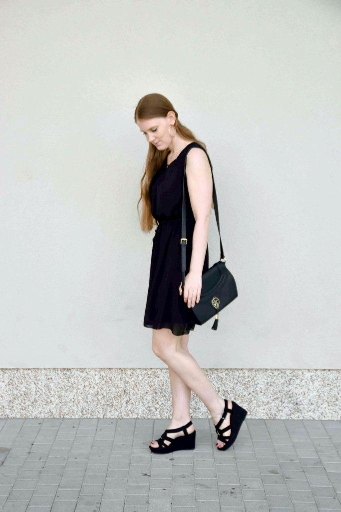 fashion-blogger-outfit-black-dress-kleines-schwarzes-kleid-armani-tasche-bag-wedges-sandalen-kordel-trend-sandaletten-muenchen-deutschland-f2