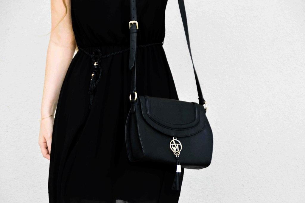 fashion-blogger-outfit-black-dress-kleines-schwarzes-kleid-armani-tasche-bag-wedges-sandalen-kordel-trend-sandaletten-muenchen-deutschland-f3