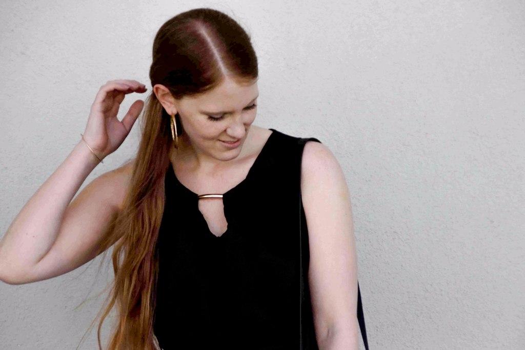 fashion-blogger-outfit-black-dress-kleines-schwarzes-kleid-armani-tasche-bag-wedges-sandalen-kordel-trend-sandaletten-muenchen-deutschland-f4