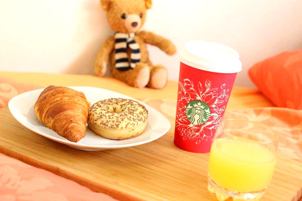 dormando-matratzen-online-einkaufen-shop-test-erfahrungen-lifestyle-blog-muenchen-deutschland-fruehstueck-im-bett-steiff-teddy-baer-carlo-starbucks-coffee-donut-f2